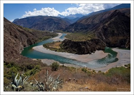 Долина с изумрудной рекой.