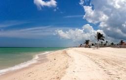 Белый пляж Прогрессо. Полуостров Юкатан.