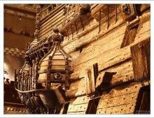 Корпус корабля Васа богато украшен позолоченными и раскрашенными резными скульптурами.