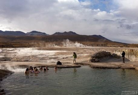 Гейзеровый бассейн на Эль-Татио. Самая веселая часть - выходить из бассейна на бодрящий воздух.