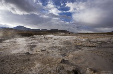 Известсковые отложения на гейзеровом поле Эль-Татио.