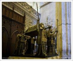 Гробница Христофора Колумба - главное сокровище Севильского собора.