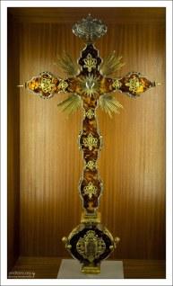 Инкрустированный золотом и серебром каменный крест в Сокровищнице Tesoro Catedralicio. Севильский собор.