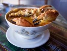 Крабовый суп (Chupe de cangrejo) в одном из ресторанчиков в Паракасе.
