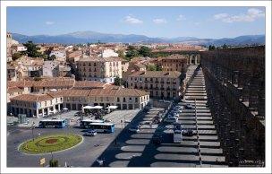 Городская площадь Plaza Artilleria с высоты обзорной площадки. Сеговия, Испания.