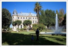 """Ботанический сад и дворец """"El Recreo de las Cadenas"""" на территории школы верховой езды."""