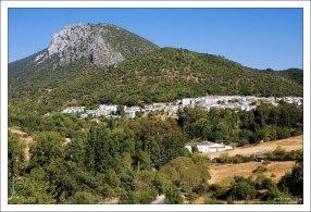 """Национальный парк """"Sierra de Grazalema Natural Park"""" и деревушка Гразалема."""
