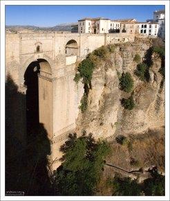 Высота Puente Nuevo - 98 метров. Ронда, Андалузия, Испания.