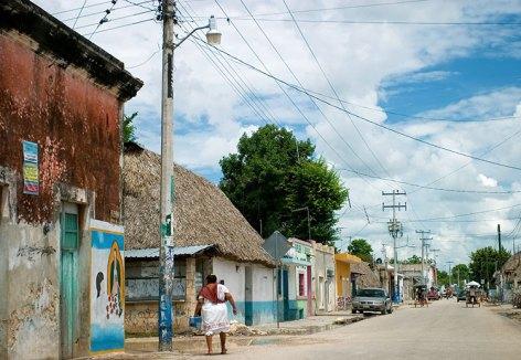 Центральная улица в Умане (Uman). Полуостров Юкатан.