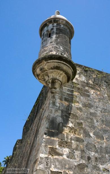 Старинная орудийная башня на городской стене. Сан-Хуан.