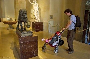 Девочка и лев :) Лувр.