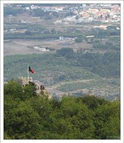 Португальский флаг над Замком мавров.