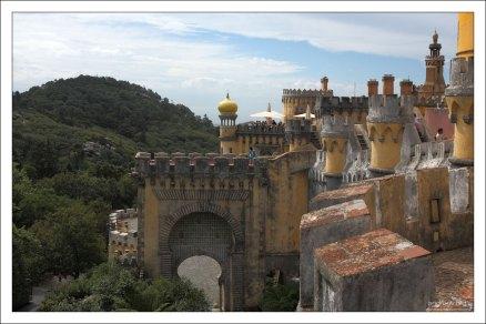 Замок Пена - летняя королевская резиденция (середина 19-го века).