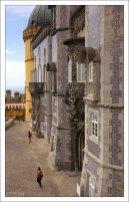 Фасад Дворца Пена выложен плиткой азулежу.