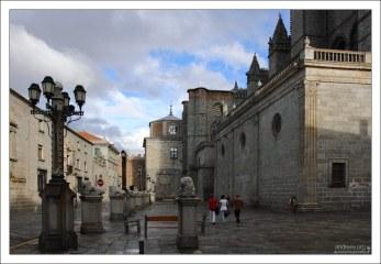 Авильский собор является частью крепостной стены. Avila, Испания.