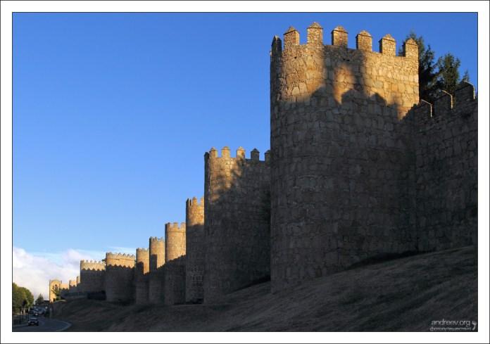 Башни крепостной стены Авилы.
