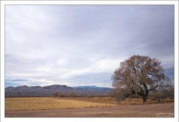 Горная гряда Chupadera Mountains на горизонте.