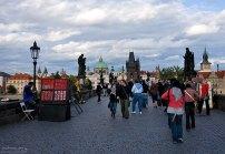 Продажа сувениров на Карловом мосту.