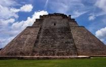 Необычная Пирамида Волшебника (Casa del Adivino), с закругленными гранями. Ушмаль.