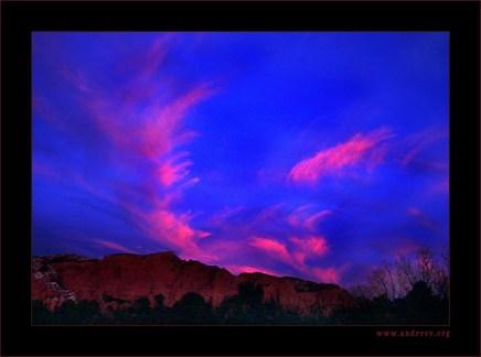 Облака, напоминающие крылья большой птицы. Kolob canyon, сумерки.