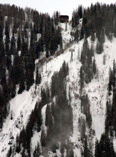Склоны Альп и канатная дорога.