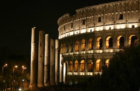 Колизей ночью и Via Sacra.