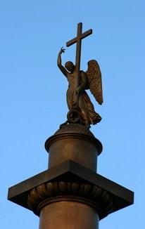 Ангел на вершине Александрийской колонны.