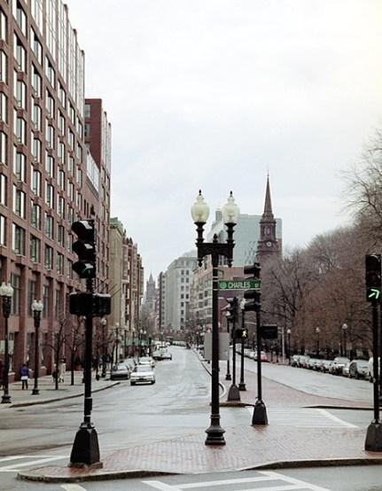 Charles street - элегантная улица с небольшими магазинчиками и множеством ресторанов. Западный район Бостона.