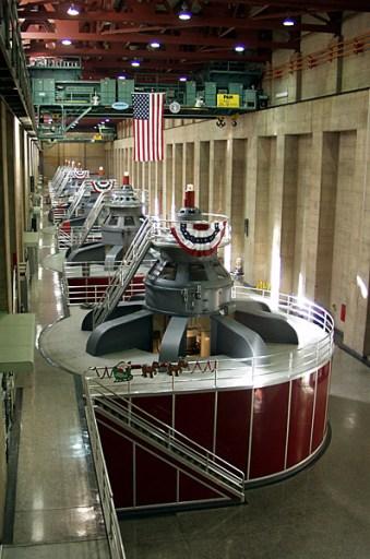 Машинный зал, обслуживающий Hoover Dam.