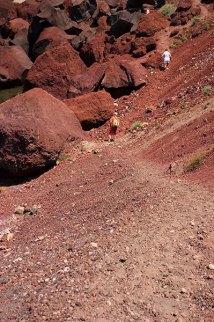 Нет, это не Марс, а тропинка к красному пляжу.