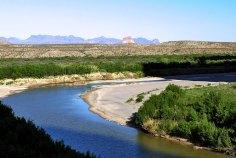 Река Рио Гранде в начале каньона Св. Елены.