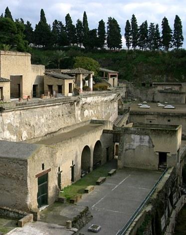 Один из зажиточных домов древнего Геркуланума.