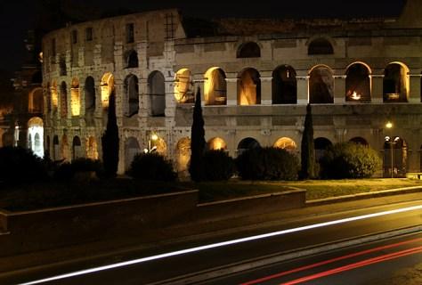 Ночная дорога и кипарисы у Колизея.