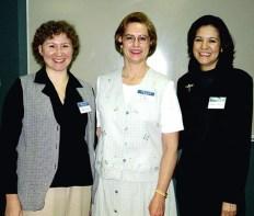 Катя с учителями английского языка и литературы, Лорой и Иселой. Апрель, 2001 год.