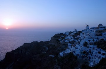 Солнце садится в Эгейское море.
