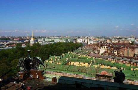 Зеленые и коричневые крыши Питера.