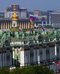 Башенка Зимнего дворца и пентхаус на дальнем плане.