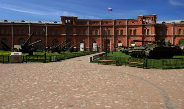 Внутренний двор Артиллерийского музея (основан в 1756 году).