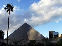 "Казино-пирамида ""Luxor""."