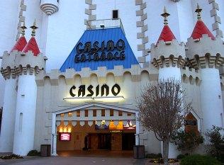 """Вход в замок-казино """"Excalibur""""."""