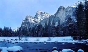 Merced river в долине Yosemite.