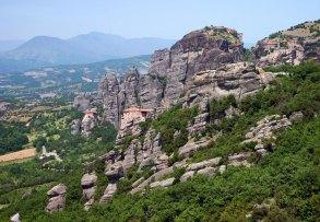 Монастыри на вершинах скал в Святых Метеорах.