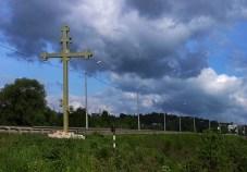 Крест у шоссе с восточной стороны Владимира.