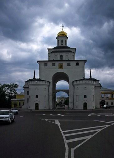 Золотые ворота в центре Владимира (12-й век).