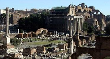 Римский Форум и Ростральная колонна.