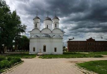Трёхглавый собор Ризоположенского монастыря (16-й век). Суздаль.