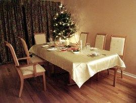Новогодний стол в гостеприимном доме Лены и Сергея. Оттава.