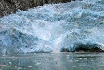 Небольшой ледниковый обвал.