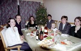 За Новогодним столом: Оля, Сергей, Катя, Илья, Костя, Сергей, Лена. Оттава.