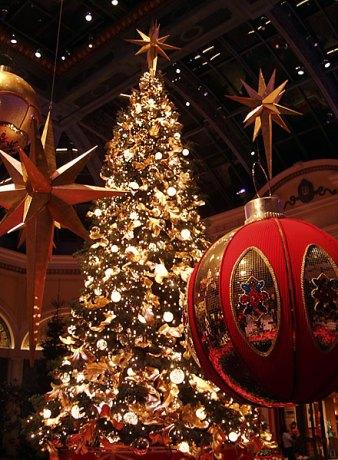 """Новогодняя ёлка. Отель """"Bellagio""""."""